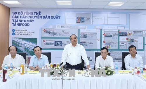Le Premier ministre visite des etablissements agricoles a Tay Ninh hinh anh 2