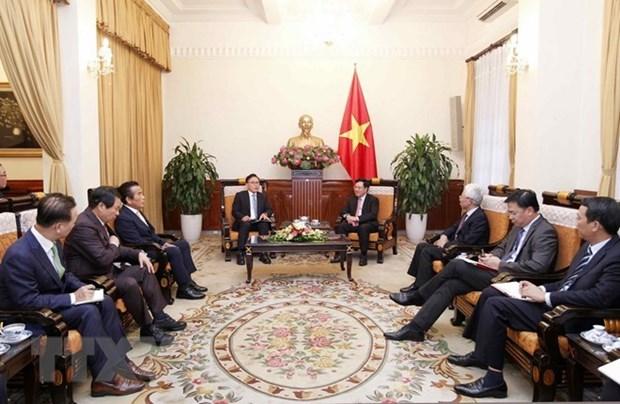 Le vice-PM Pham Binh Minh recoit le consul general honoraire du Vietnam en R. de Coree hinh anh 1