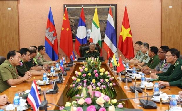 Le general Nguyen Chi Vinh recoit des hotes etrangers hinh anh 1