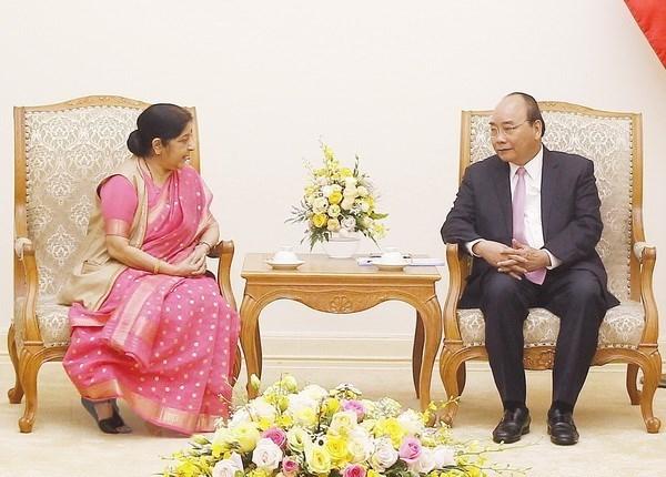 Le Premier ministre Nguyen Xuan Phuc recoit la ministre indienne des Affaires etrangeres hinh anh 1