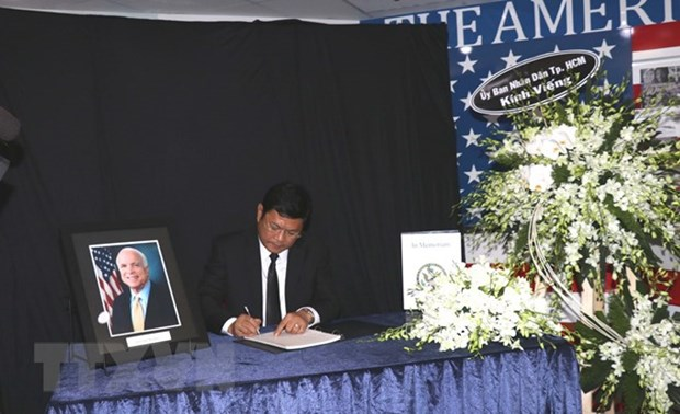 Ho Chi Minh-Ville rend hommage au senateur americain John McCain hinh anh 1
