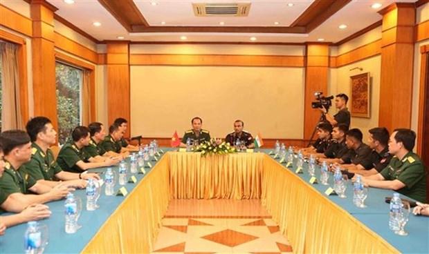 Renforcement des echanges entre des jeunes soldats vietnamiens et indiens hinh anh 1