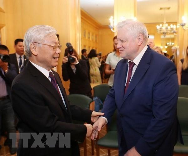 Le secretaire general du PCV recoit le president du parti Russie juste hinh anh 1