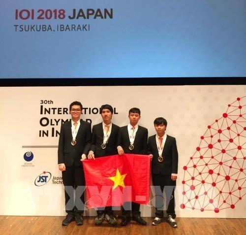 Informatique : Le Vietnam remporte quatre medailles aux IOI 2018 hinh anh 1