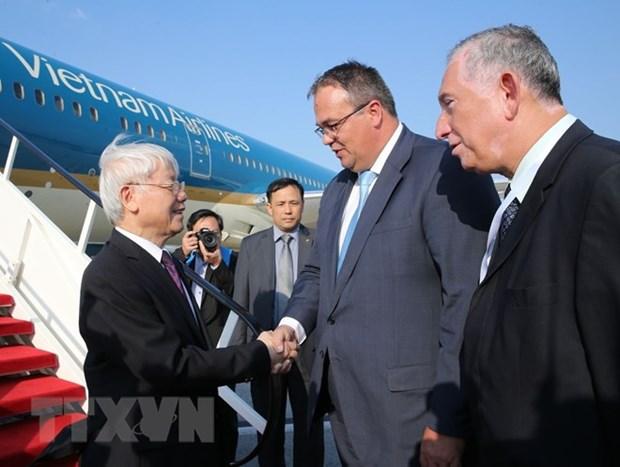 Le leader du PCV entame sa visite officielle en Hongrie hinh anh 1