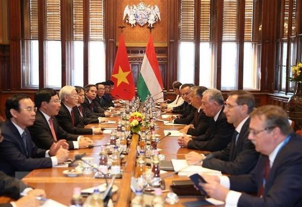 Entretien entre le secretaire general du PCV Nguyen Phu Trong et le PM hongrois Viktor Orban hinh anh 1