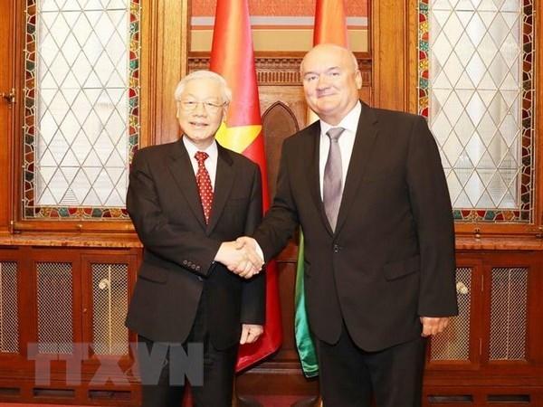 Le secretaire general Nguyen Phu Trong rencontre le vice-president de l'AN hongroise hinh anh 1