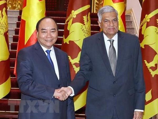 Le PM Nguyen Xuan Phuc recoit son homologue srilankais hinh anh 1