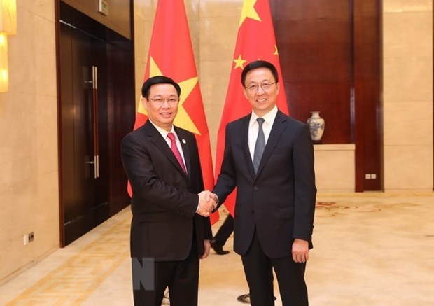 Le vice-PM Vuong Dinh Hue s'entretient avec le vice-PM chinois Han Zheng hinh anh 1