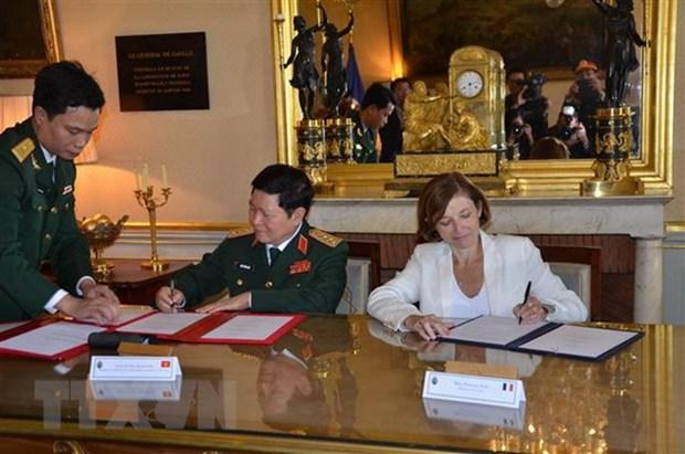 Defense : Vietnam et France signent une declaration sur la vision commune hinh anh 1