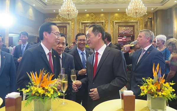 Une rencontre marque le 69e anniversaire de la fete nationale de Chine hinh anh 1