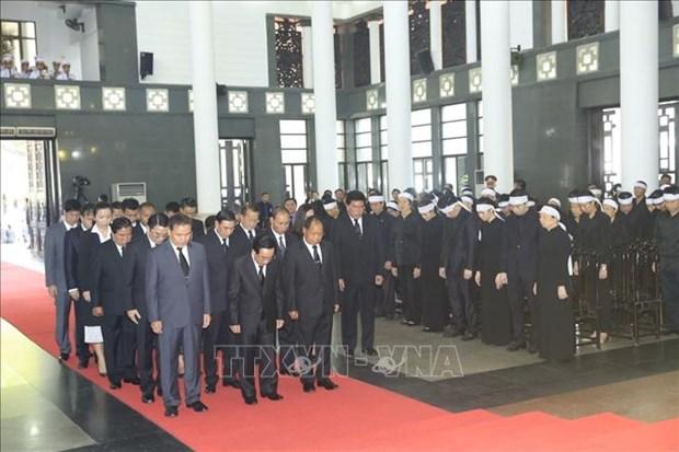 Environ 50.000 Vietnamiens et etrangers rendent hommage au president Tran Dai Quang hinh anh 3