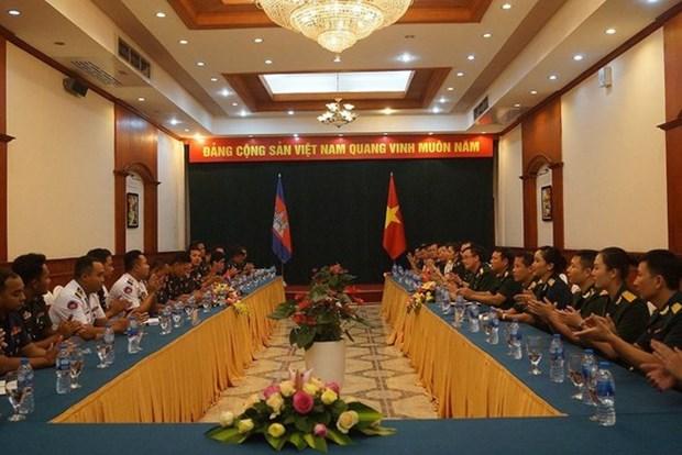 Echange entre des jeunes officiers vietnamiens et cambodgiens hinh anh 1