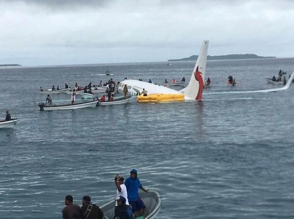 Quatre Vietnamiens a bord de l'avion sorti de piste en Micronesie hinh anh 1