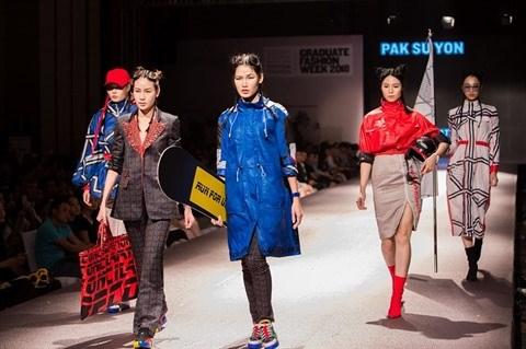 Habillement: la fabuleuse collection d'une jeune styliste nord-coreenne au Vietnam hinh anh 1