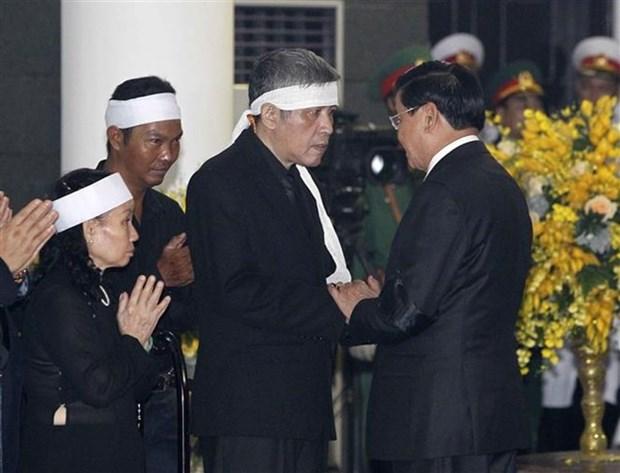 Les delegations etrangeres rendent hommage a l'ancien chef du PCV Do Muoi hinh anh 1