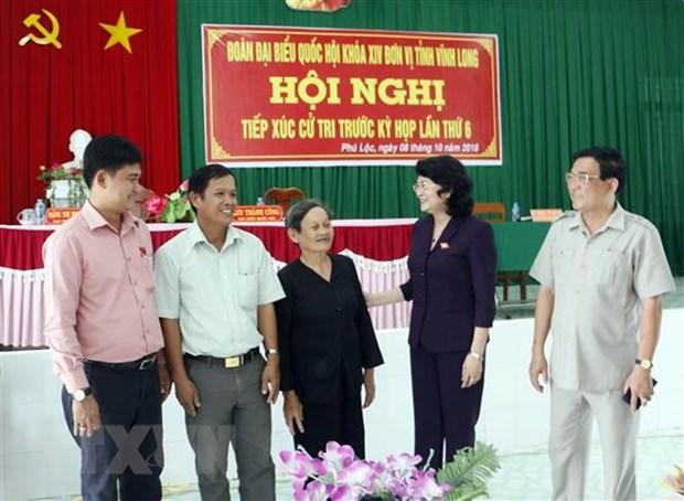 Des dirigeants rencontrent des electeurs dans plusieurs localites hinh anh 1