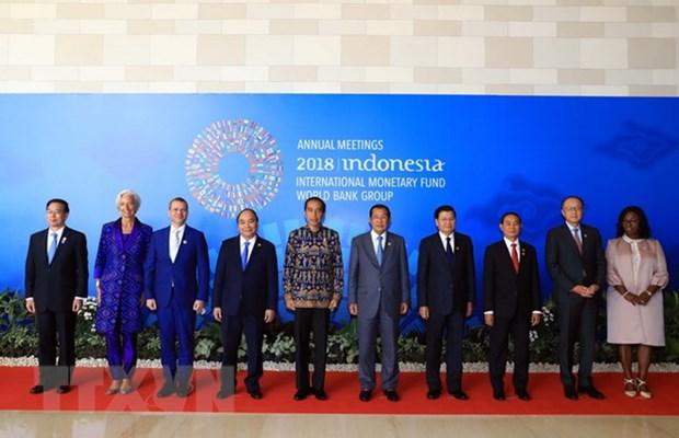 Le Premier ministre Nguyen Xuan Phuc rentre a Hanoi apres sa reunion et sa visite en Indonesie hinh anh 1