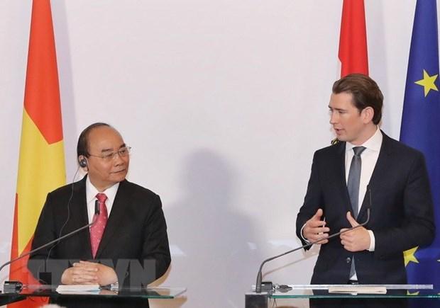 Nguyen Xuan Phuc et Sebastian Kurz a une conference de presse conjointe hinh anh 1