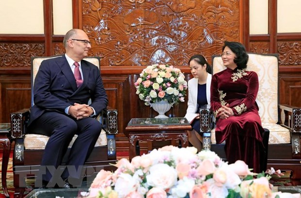 La presidente p.i du Vietnam Dang Thi Ngoc Thinh recoit de nouveaux ambassadeurs hinh anh 3