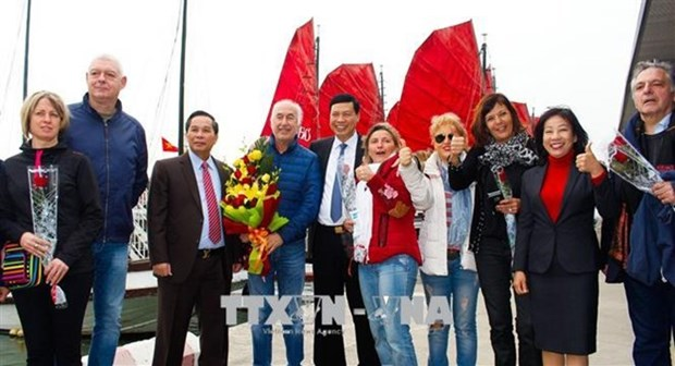 Quang Ninh accueille le 15 millionieme touriste etranger du Vietnam hinh anh 1
