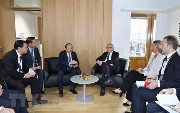 Rencontres bilaterales du Premier ministre Nguyen Xuan Phuc en marge de l'ASEM 12 hinh anh 1