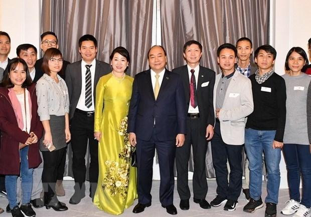 Le PM rencontre des residents vietnamiens au Danemark hinh anh 1