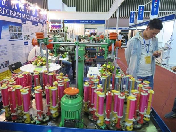 Les entreprises etrangeres du textile-habillement et des chaussures lorgnent vers le Vietnam hinh anh 1