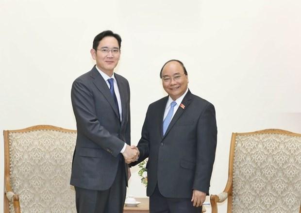Le PM demande a Samsung de faire du Vietnam son plus grand hub hinh anh 1