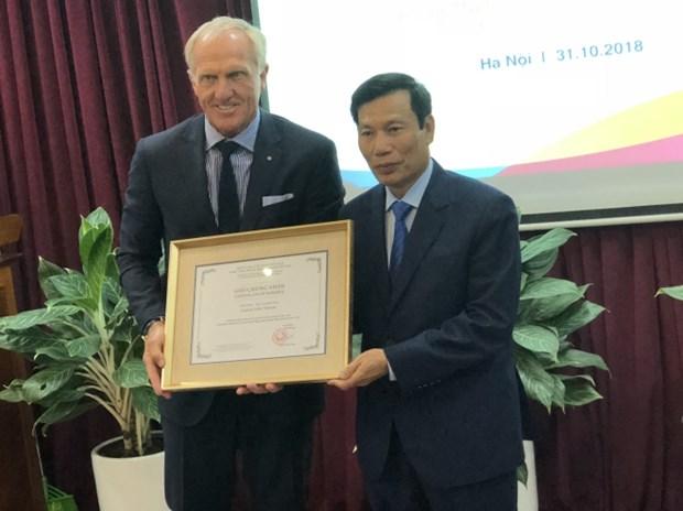 Le golfeur Greg Norman est l'ambassadeur du tourisme du Vietnam pour 2018-2021 hinh anh 1