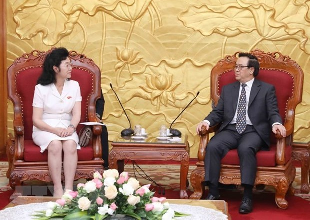 Hoang Binh Quan recoit une delegation de l'Union des femmes socialistes de la RPDC hinh anh 1