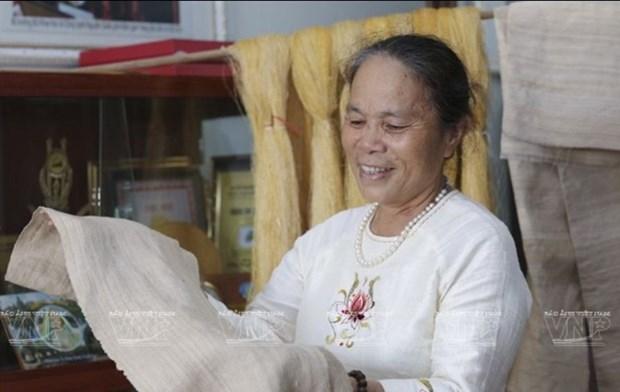 L'artisane Phan Thi Thuan, du lotus a la soie hinh anh 1