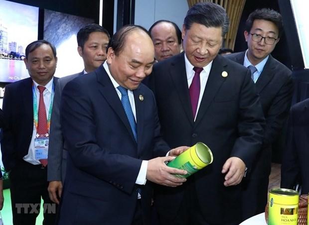 Le PM Nguyen Xuan Phuc termine son voyage a Shanghai pour la CIIE 2018 hinh anh 1