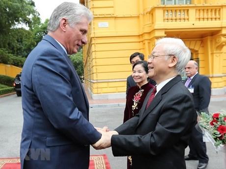 La visite du dirigeant cubain au Vietnam fait la une des medias hinh anh 1