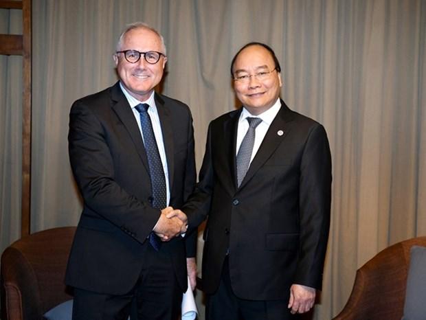 Le PM Nguyen Xuan Phuc recoit le dirigeant de Sembcorp a Singapour hinh anh 1