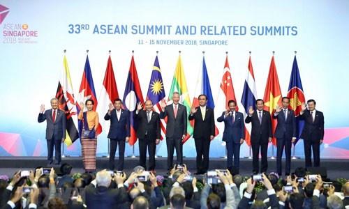 Le Premier ministre Nguyen Xuan Phuc participe a la seance pleniere du 33e sommet de l'ASEAN hinh anh 1