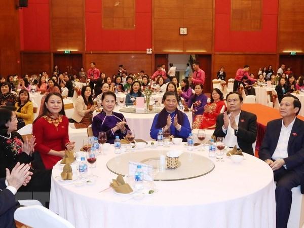 La presidente de l'AN Nguyen Thi Kim Ngan recoit des deputees hinh anh 1