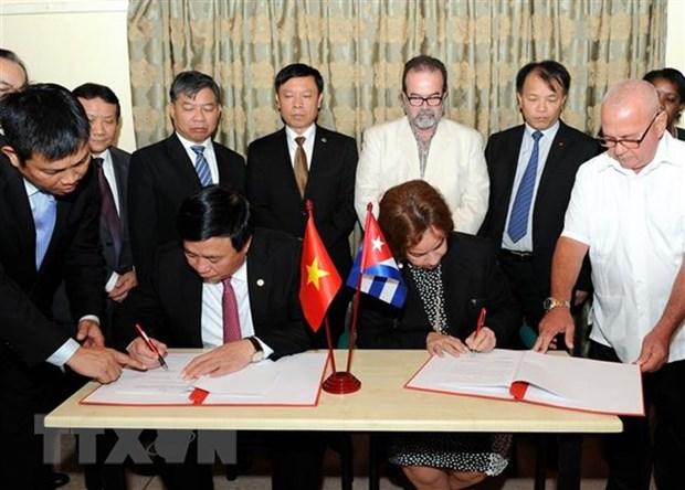 Colloque theorique entre les Partis communistes du Vietnam et de Cuba hinh anh 1