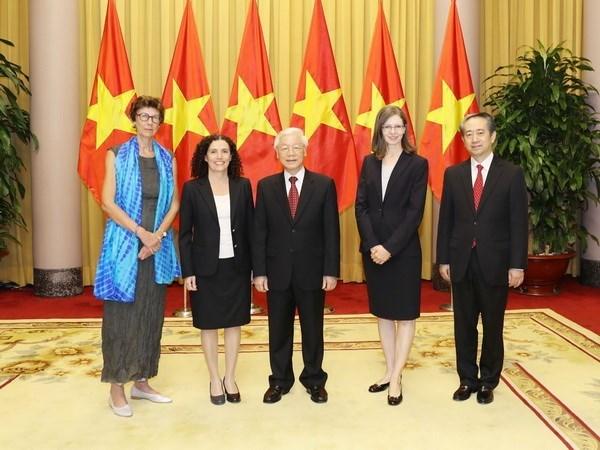 Le president Nguyen Phu Trong recoit des ambassadeurs de differents pays hinh anh 1