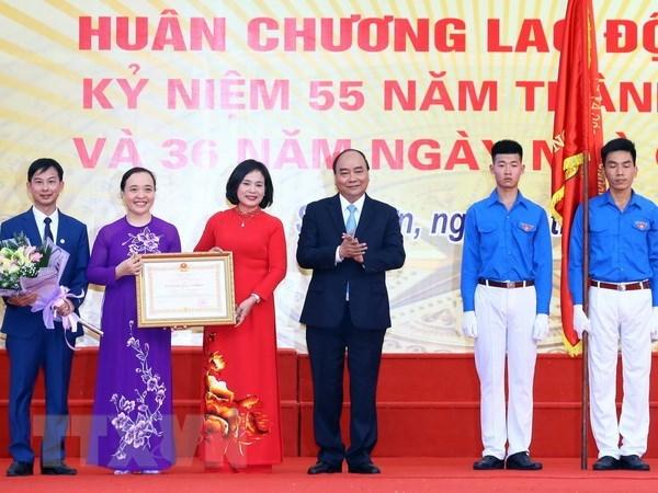 Le PM visite l'ecole Da Phuc a l'occasion de la Journee des enseignants au Vietnam hinh anh 1