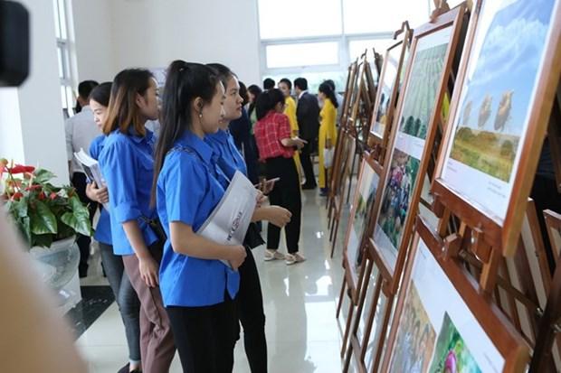 Exposition de photos et de films documentaires a Hoa Binh hinh anh 1