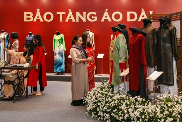 Ao dai, star de l'exposition «Espace du Patrimoine du Vietnam» hinh anh 1
