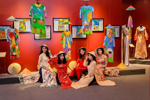 Ao dai, star de l'exposition «Espace du Patrimoine du Vietnam» hinh anh 3