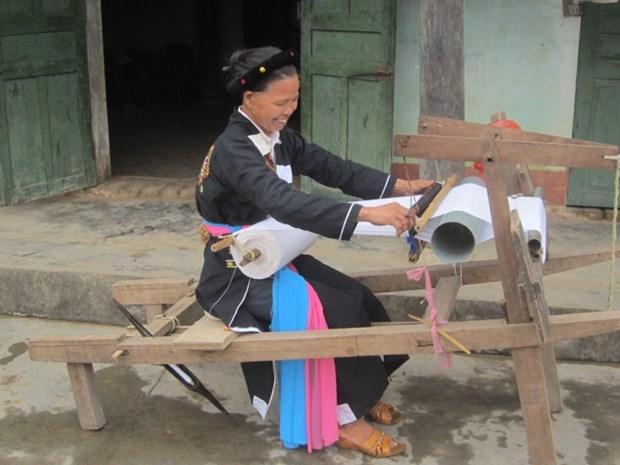 Chez les Cao Lan de Khe Nghe, le metier a tisser la tradition hinh anh 1