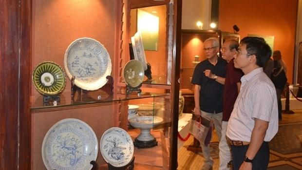 Pres de 150 antiquites exposees a Ho Chi Minh-Ville hinh anh 1