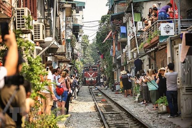 """La vie coule doucement dans la """"rue du train"""" de Hanoi hinh anh 3"""