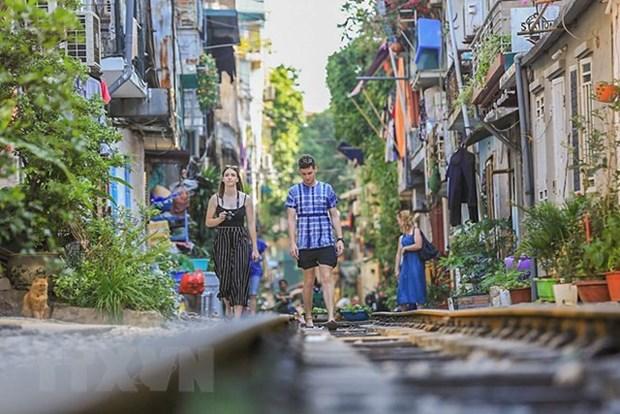 """La vie coule doucement dans la """"rue du train"""" de Hanoi hinh anh 2"""