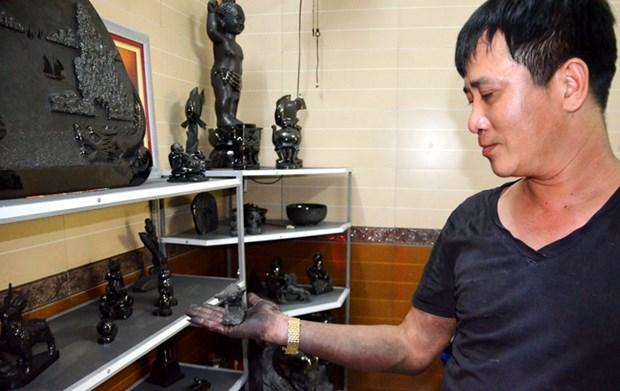 La sculpture sur charbon, un artisanat typique de Quang Ninh hinh anh 2