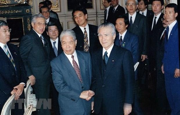 Le Japon rend hommage a feu le secretaire general Do Muoi hinh anh 1