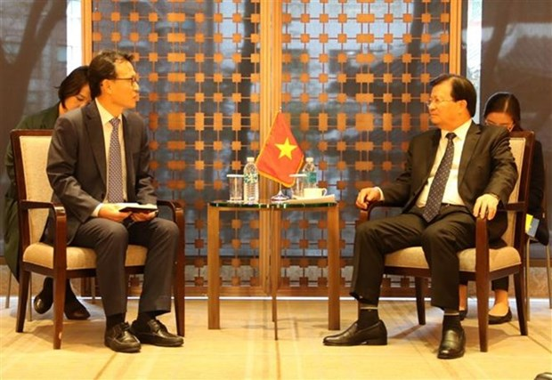 Le vice-Premier ministre Trinh Dinh Dung multiple ses rencontres a Seoul hinh anh 1